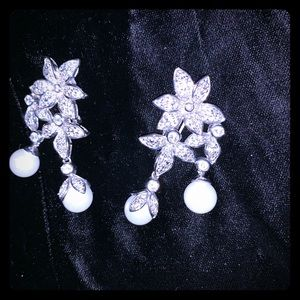 Crystal and pearl silver earrings